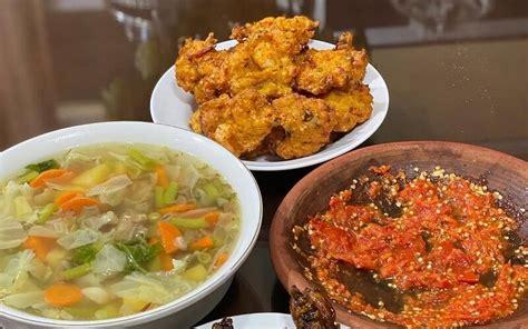 Ladies, itulah resep menu sop ayam sederhana yang enak. Aneka Resep Sayur Sop Ceker - Resep Sop Ceker Ayam Ini Punya Trik Jitu Supaya Hasilnya Sedap ...