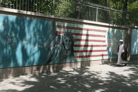 scary statue  liberty photo
