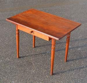 Petite Table En Bois : mobilier vintage pour enfants chaises tables coffres jouets mobilier scolaire ~ Teatrodelosmanantiales.com Idées de Décoration