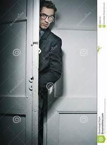Hinter Der Tür : sch ner mann hinter der t r stockfoto bild von elegant ~ Watch28wear.com Haus und Dekorationen