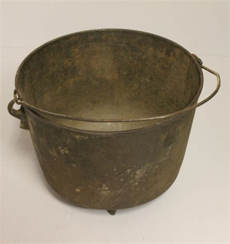 bargain johns antiques cast iron footed bean pot
