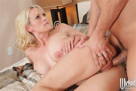 Hardcore Fuck Of A Horny Milf Pornstar With Big Tits