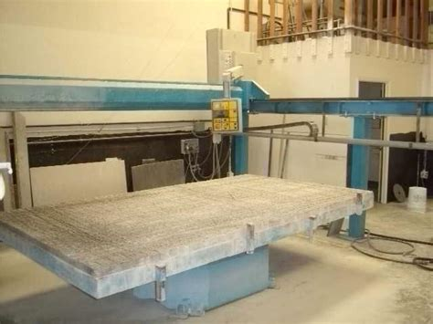 the saw used in fabrication of large granite slabs