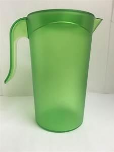 ColorWare 2-Qt. Plastic Pitcher with Lid - Bentley Drinkware  Plastic