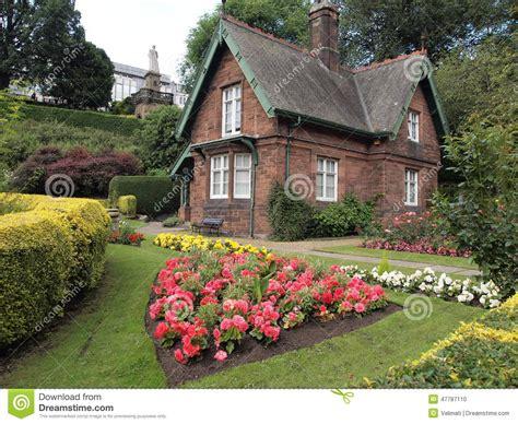 Kleines Haus Im Garten Stockfoto Bild Von D0, Klein