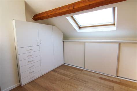 placard intégré chambre installation fabrication et pose de placard sous pente