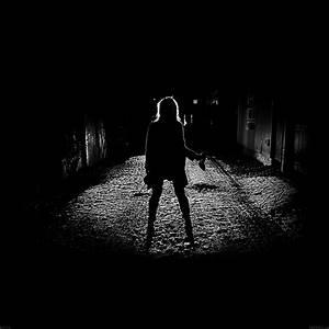 Ae59-girl-silhouette-dark-street-scary-maybe