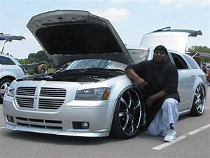 BRANDON HODGE and his Tricked-Out DODGE MAGNUM 2009 Showby