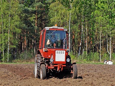 Kādu piekabi drīkst kabināt pie vecā traktora? Atbild ...