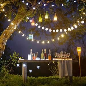 partydeko zum sommerfest 30 ideen fur eine tolle stimmung With garten planen mit bunte lichterkette balkon