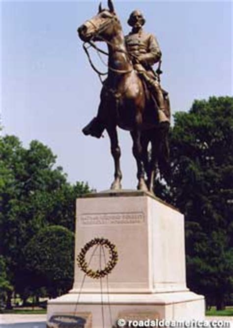 memphis tn controversial grave  nathan bedford forrest