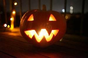 Woher Kommt Halloween : it 39 s halloween baby schonungsloses k rbis basteln f r halloween ~ Orissabook.com Haus und Dekorationen