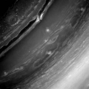 Incredible NASA Photos Show Saturn's Rings and Clouds