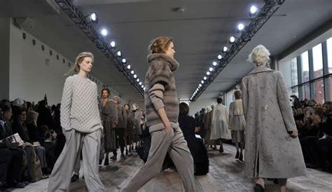 fashion week les stars applaudissent kors et les d 233 buts