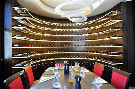 cave a vin dans cuisine aménagement de votre cave à vin pour votre restaurant ou