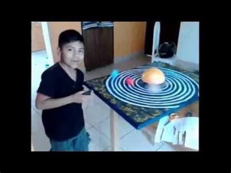 maqueta sistema planetario solar con movimiento