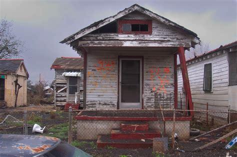 photo    damaged shotgun house  deslonde street