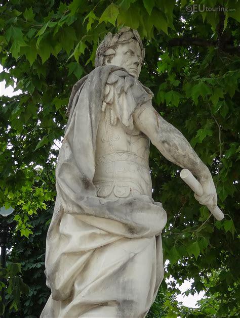 Photos of 1722 Julius Caesar statue in Jardin des ...