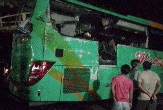 tiga penumpangnya tewas kecelakaan sopir bus tersangka