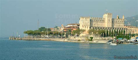 Torri del Benaco Gardasee  Reiseführer Italien Urlaub