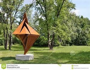 Sculpture moderne dans le jardin botanique image editorial for Sculpture moderne pour jardin