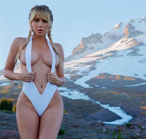 Sara Underwood: The sexy model who refuses to wear a bra ...