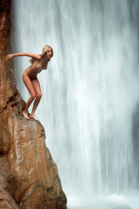Cliff Diving Naked It Looks Like Great Fun Nudeshots
