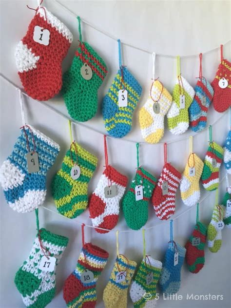 twenty five days of christmas minu stocking on a rope from crackabsral crochet advent calendar allfreecrochet
