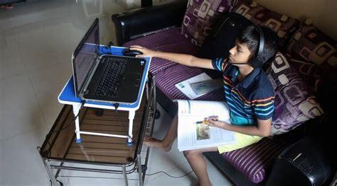 students  log   classes  video call app