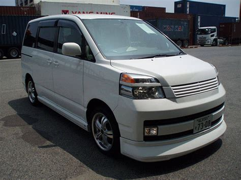 Toyota Voxy Photo by 2004 Toyota Voxy Photos