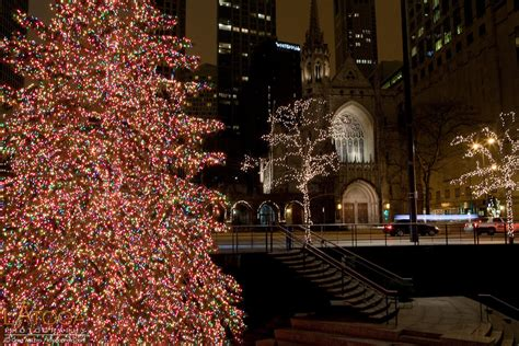 holiday lights along michigan avenue in downtown chicago