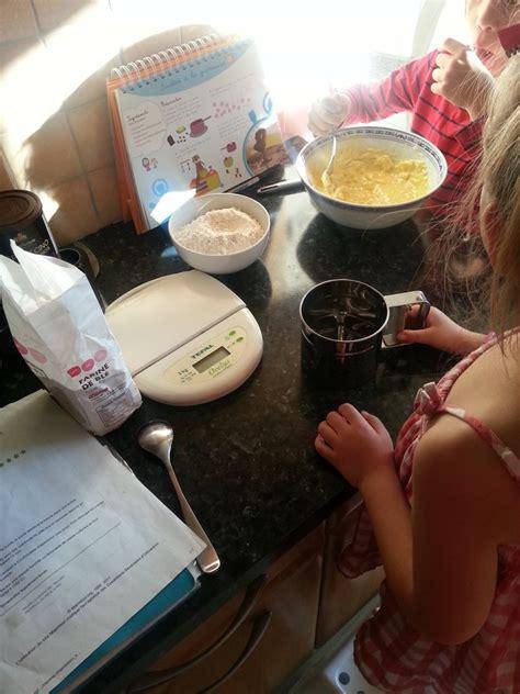 en cuisine en famille cuisiner avec les enfants le