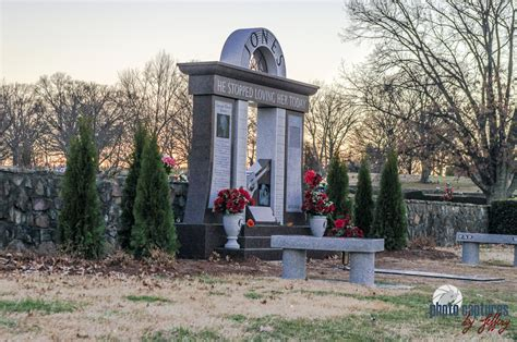 photo captures by jeffery woodlawn memorial park