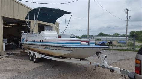 Lowe Boats Phone by 24 Foot 1996 Lowe 2400 Open Bow Deck Boat With A 150 Hp