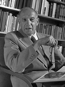 What crisis demands of the manager. Peter F. Drucker - Wikipedia, la enciclopedia libre