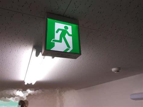 避難 誘導 灯