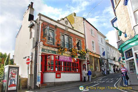 The Golden Lion pub on High Street   St Ives