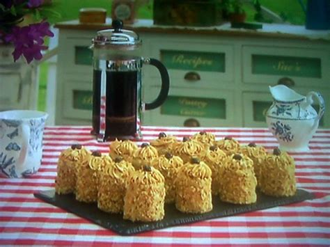 Tuesday, 3 december 2019 mary berry's classic coffee and walnut traybake recipe is the perfect winter indulgence | guadalupe. Mary's Mini Coffee & Walnut Cake Featured On The Great British Bake Off Masterclass | Mary Berry ...