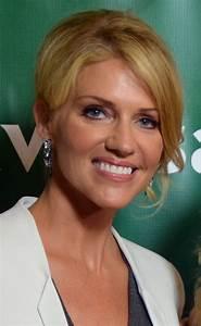 Tricia Helfer - Wikipedia  Tricia