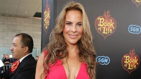 actress kate del castillo who is actress kate del castillo and how does she know el