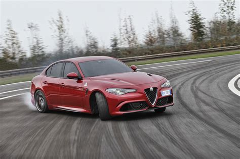Alfa Romeo Giulia Quadrifoglio Named 'car Of The Year' By