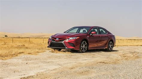toyota camry hybrid review ratings price