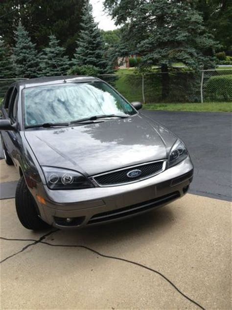 sell   ford focus zx sedan  door