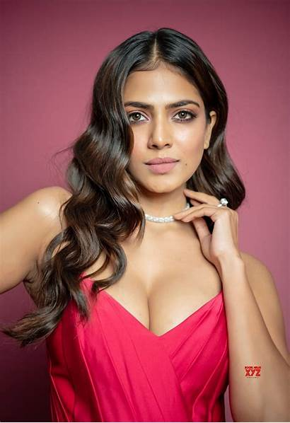 Malavika Mohanan Actress Awards Filmfare Stills Xyz
