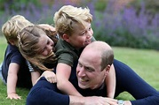 Prince William plays with his children in adorable ...