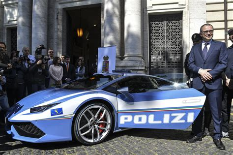 Italian Cops To Chase Criminals In Their New Superfast