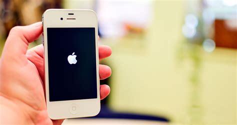 tu iphone  enciende se queda  la pantalla negra