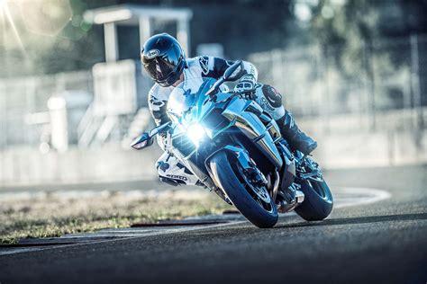 kawasaki ninja  guide total motorcycle