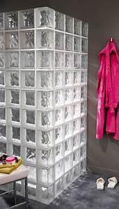 des briques de verre dans la salle de bains axce39s With salle de bain pave de verre