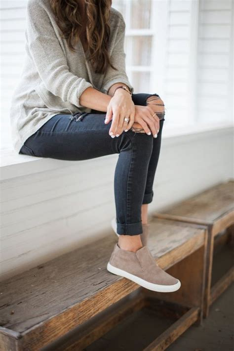 Style // Chic Sneakers You Need Right Now | Casual fall ...